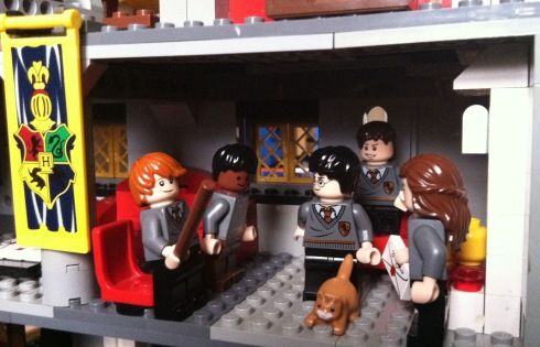 Ron, Dean, Harry, Neville and Hermione wonder if Crookshanks has eaten Scabbers in the Gryffindor common room
